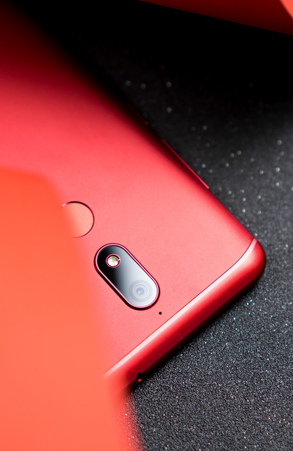 千元手机销售市场的潜力股,性价比高爆满的全面屏手机SOAP R11图赏