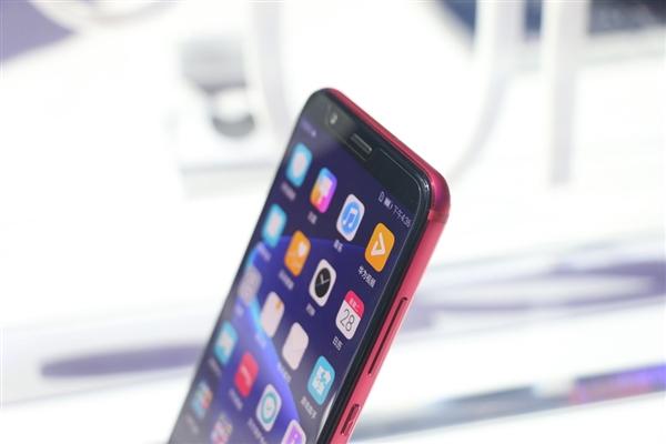 2699 麒麟970!华为手机荣耀全面屏手机旗舰级V10上手图赏:这鲜红色太幸福