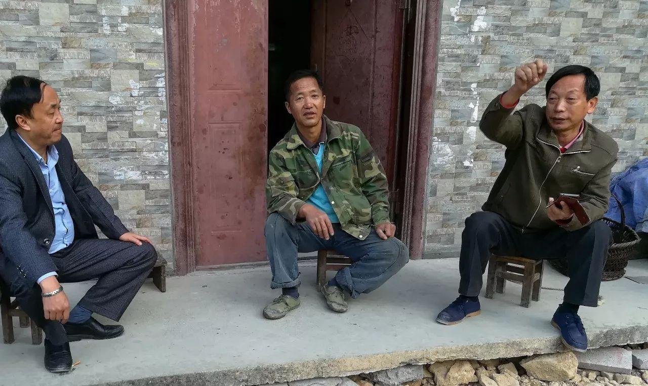 致敬!30年坚守苗寨山村,这位老师就是我们学习十九大精神的标杆!