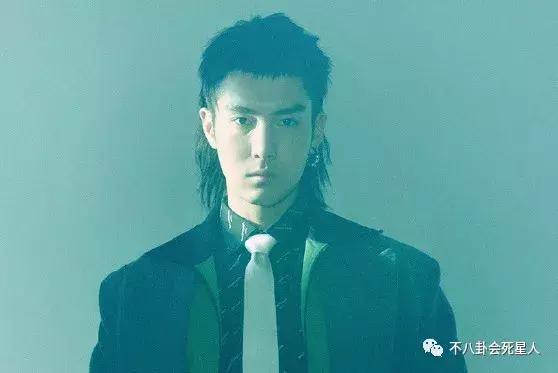 男明星的长发造型,陈坤被错认成王菲,易烊千玺变忧郁,最帅是他