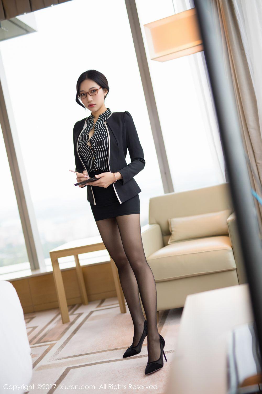 黑丝长腿美颜秘书