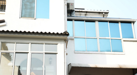 家里装修是否犹豫贴不贴玻璃膜呢?看完不就结了!