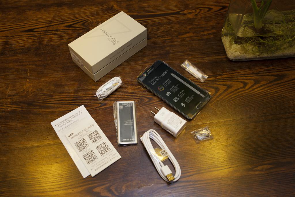 一代經典三星note4图赏:拆式充电电池成绝响