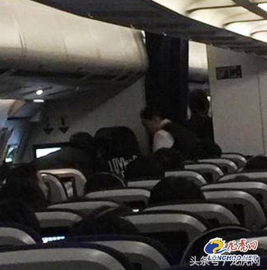 7旬老人国际航班上突发心脏病 度蜜月的医生夫妻空中救人