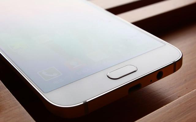 纤薄金属材料亮丽轻奢主义三星 Galaxy A8「图赏」