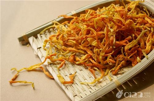 黄花菜的功效与作用,猪脚黄花煲的做法