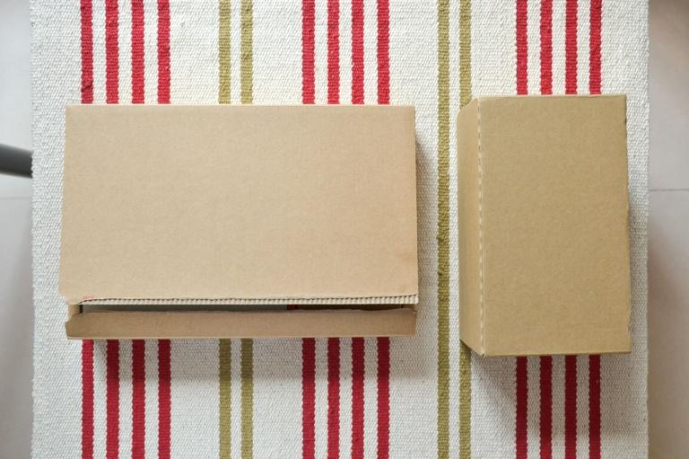 一加2开箱:可能是最多细节的一加2开箱——砂岩黑