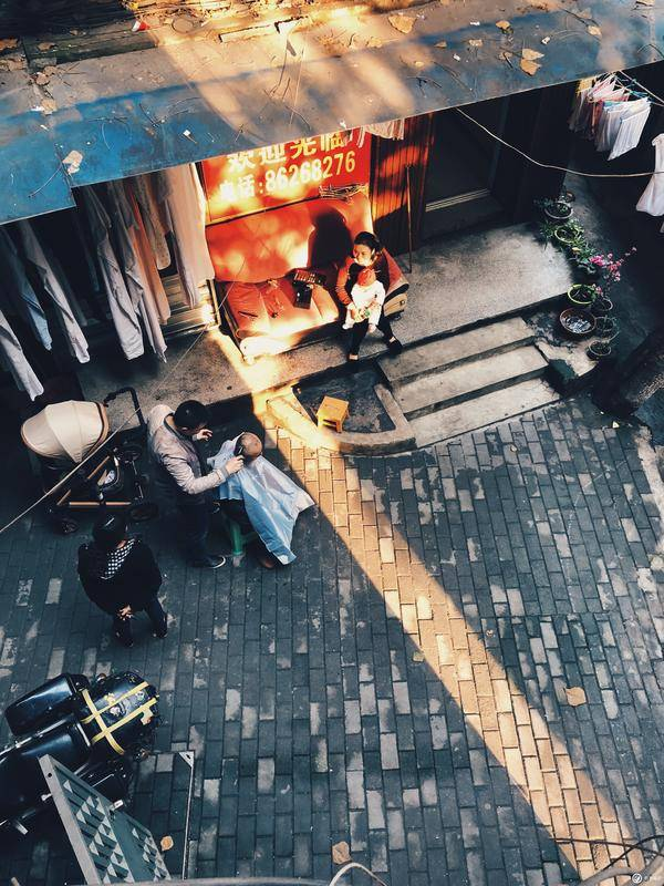 JUST SHOOTING:建筑学生的手机光影与构图