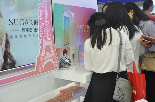 高交会引领者:SUGAR时尚手机震撼整场 将开第一家体验中心