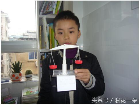 小学生们的科技小发明,一个比一个牛!爸妈这次开心的笑了!