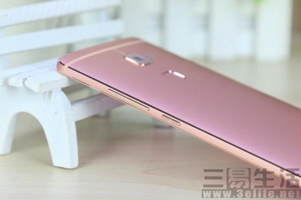 颜值高!女王版手机上到底有多漂亮?
