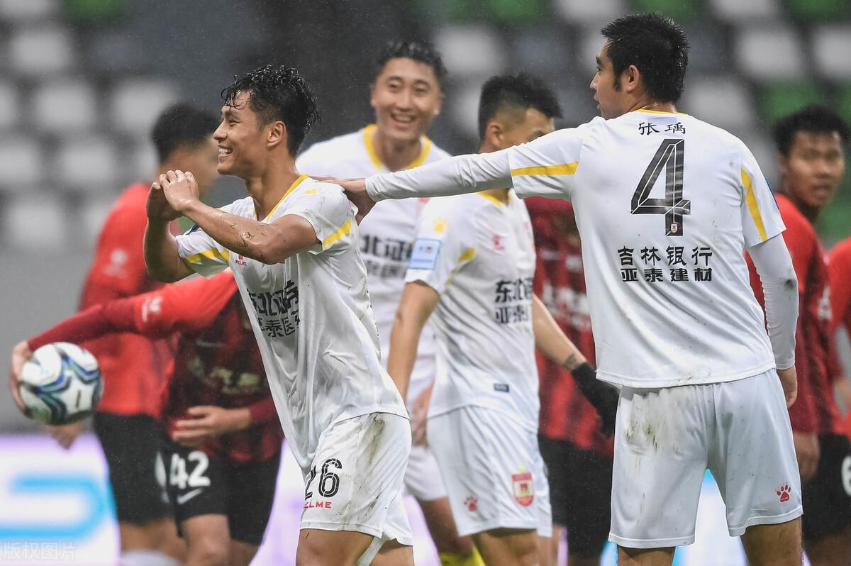 足协杯-亚泰4-0大胜上港跻身八强 杨超声首开纪录谭龙传射