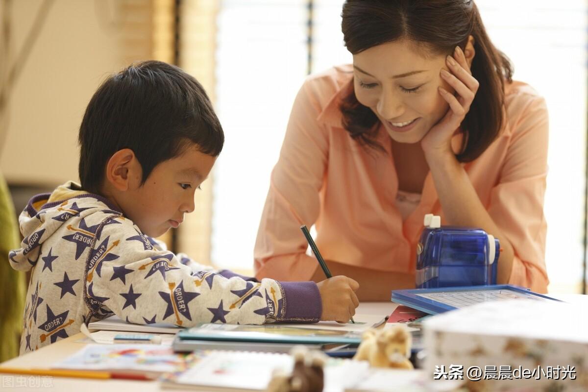 """三岁男孩说:""""乐高太难拼了,我还是不玩了""""随后妈妈的举动很赞"""