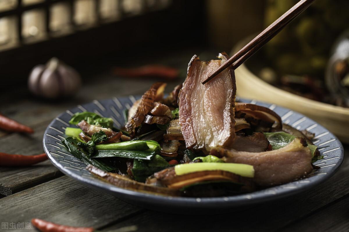 炒腊肉最忌直接下锅炒,炒前记得多做2步,腊肉又香又嫩不肥腻 美食做法 第2张