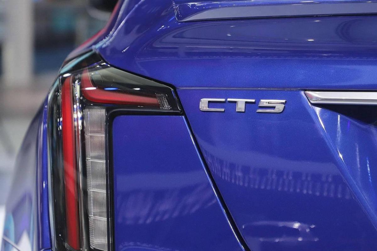 标配241马力或成家用豪车,磁感应悬架,CT5长达4米92