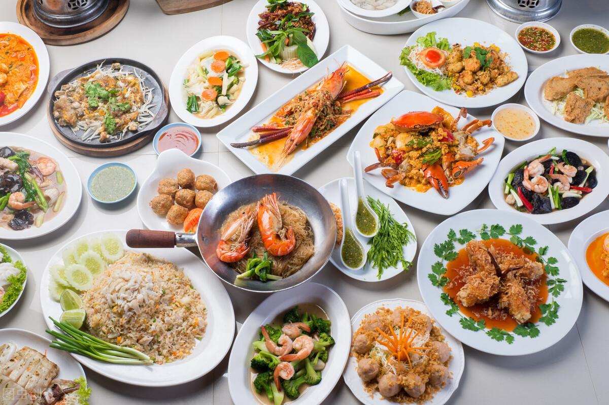 比特币涨破52000美元/枚|春节零售餐饮消费超8000亿元
