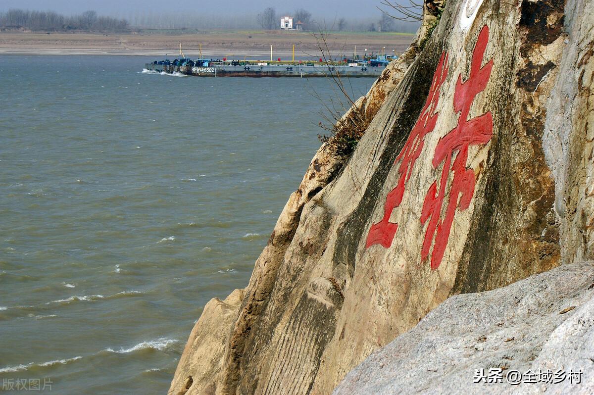 湖北旅游景点推荐:首推神农架,其次武当山,最后凭吊赤壁古战场