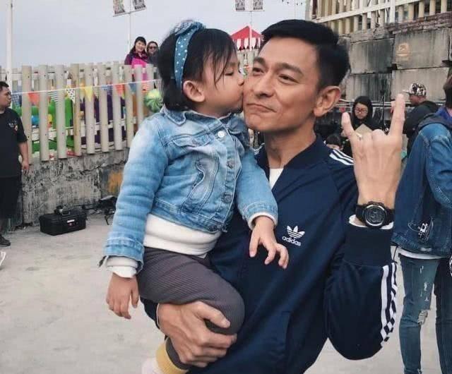 刘德华51岁得女儿,寇振海55岁得儿子,金士杰60岁得龙凤胎
