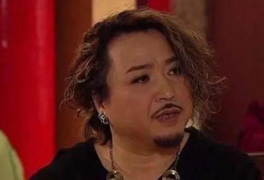 演娘娘腔走红的香港老戏骨,妻出车祸女儿有肾病,为生计转投内地