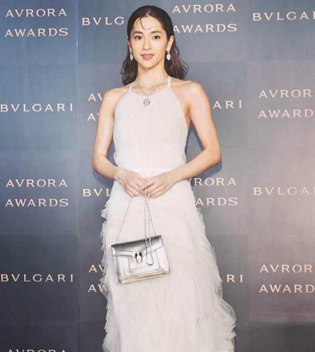 看了她的那么多街拍,才知道她叫中村安奈!日本排名第6时髦