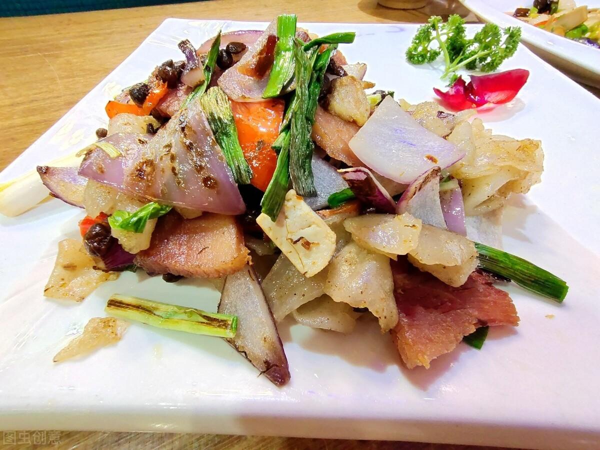 炒腊肉最忌直接下锅炒,炒前记得多做2步,腊肉又香又嫩不肥腻 美食做法 第3张