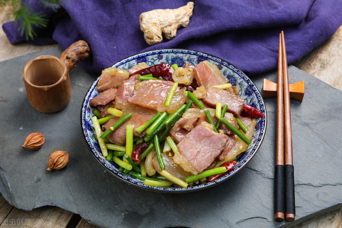 炒腊肉最忌直接下锅炒,炒前记得多做2步,腊肉又香又嫩不肥腻 美食做法 第8张