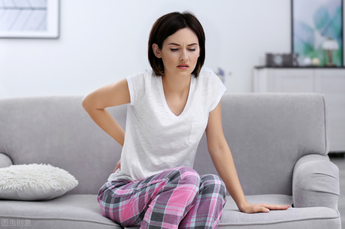 女性经常腰疼需警惕,这5个诱因不得不防,早发现早治疗