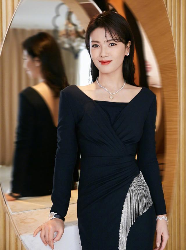 名门泽佳:刘涛出席活动气质真好,一袭流苏鱼尾裙效果光彩照人