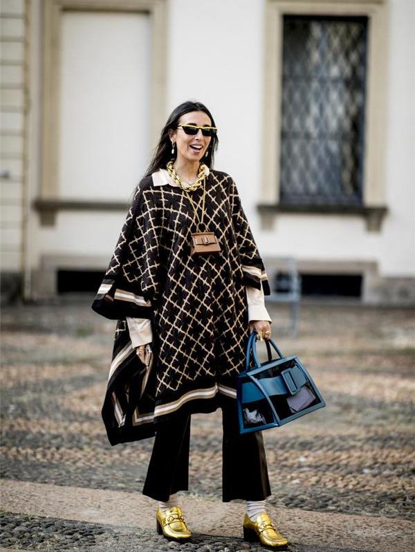 """时尚百搭的""""梯形包""""火了,简洁经典又洋气,轻松演绎万种风情"""