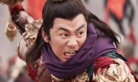 此人不但能接李元霸三锤,还直接将杨林的囚龙棒砸成两截
