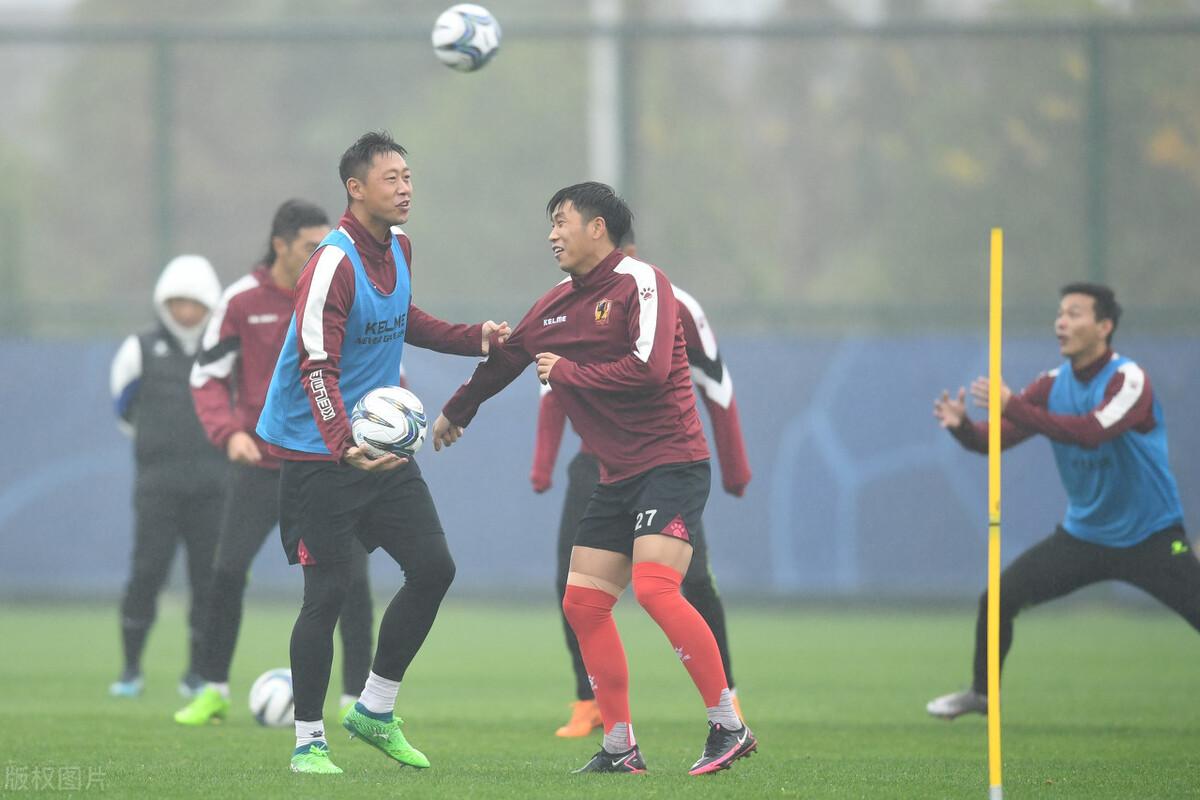 贵州恒丰积极备战足协杯,全队训练前为马拉多纳默哀