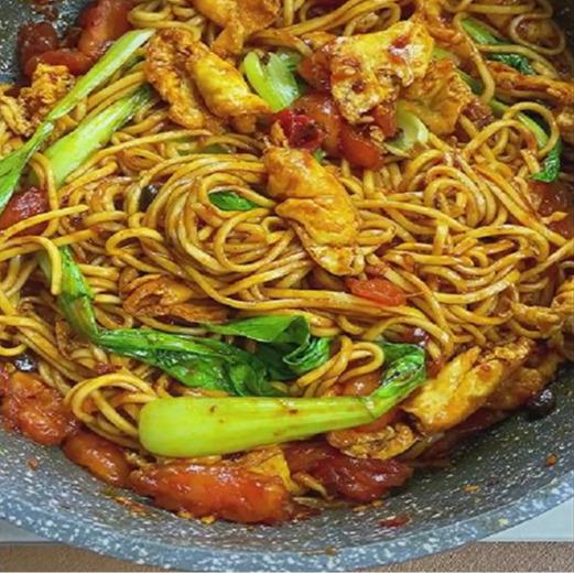 特別愛吃番茄炒麵,酸甜口感!做法簡單還超級好吃,早餐可選