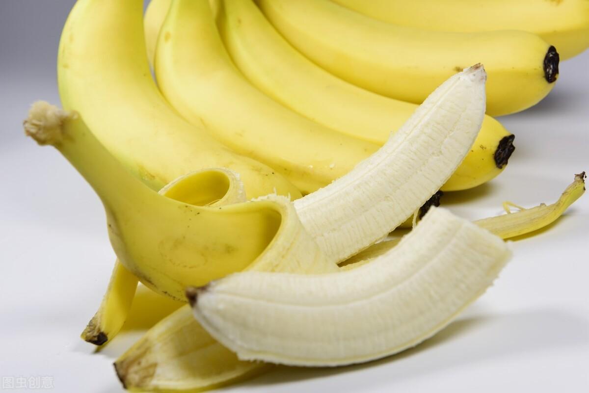 便秘怎么办?别只知道喝粥,这3种水果多吃,或能激发便意