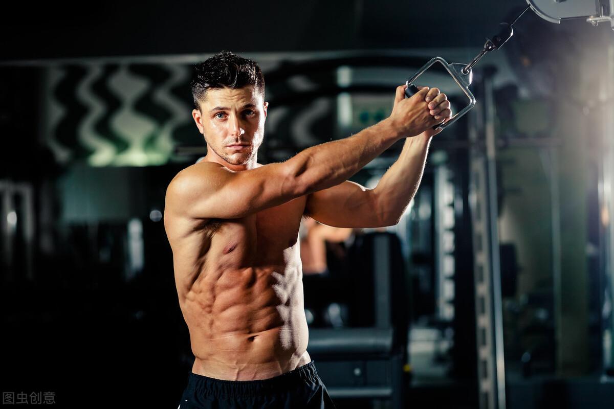 坚持半年就能练出强壮肌肉的人,到底有什么健身技巧?