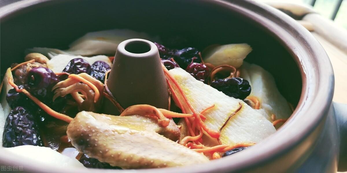 吃辛辣食物会加深前列腺疾病的僵死硬化,可以尝试煲汤养生