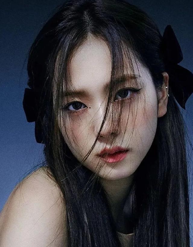 """女明星都爱上了""""蝴蝶结"""",唐嫣产后复出,也凭它重回少女脸"""