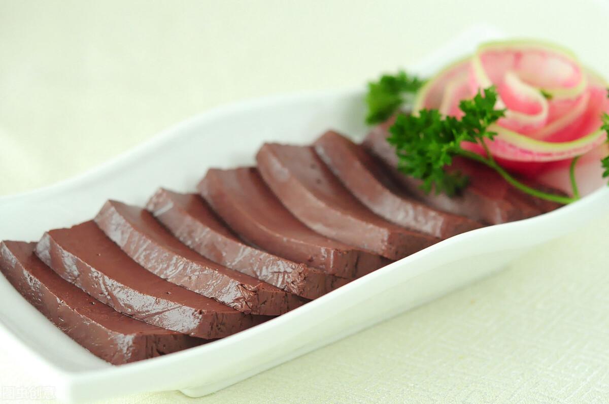 吃猪血拉黑便并非排毒,但吃猪血有3大好处,适量食用有利健康