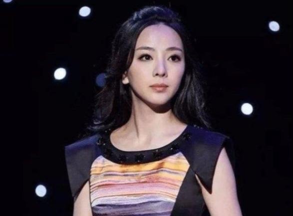央视最美6大女主持人,董卿第六,周涛仅排第四,第一名太美了