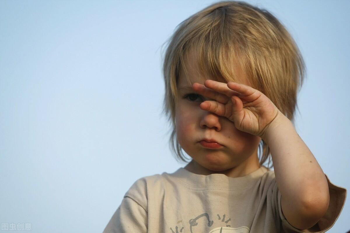 宝宝得了麦粒肿怎么办?不要碰眼睛,小儿推拿对症下药