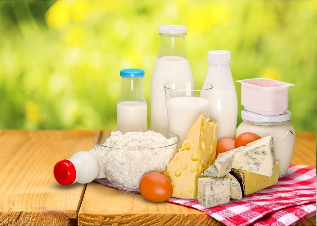 8年时间,调查5.3万名女性,发现喝牛奶会增加乳腺癌风险?