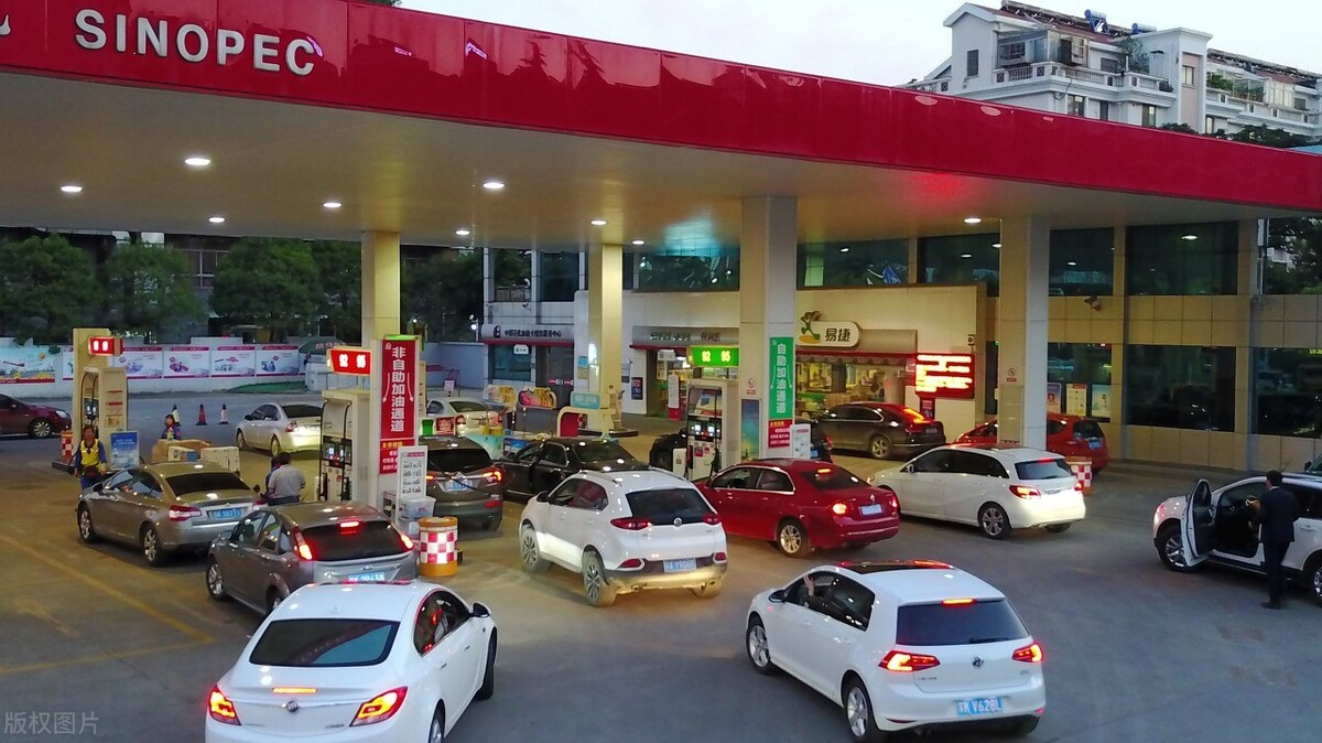 """油价或涨190元,中石化能""""翻盘""""吗,股息达8%,它到底如何"""