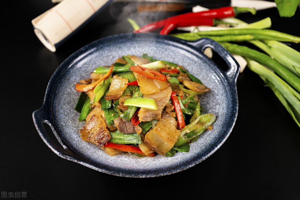 炒腊肉最忌直接下锅炒,炒前记得多做2步,腊肉又香又嫩不肥腻 美食做法 第1张
