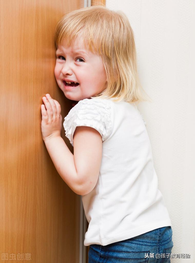 2岁儿子犯错被罚站,宝宝的这个行为,让妈妈又爱又恨