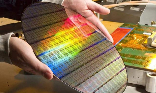 中芯国际发声:将履行国际规章,9月14日后停止为华为代工芯片