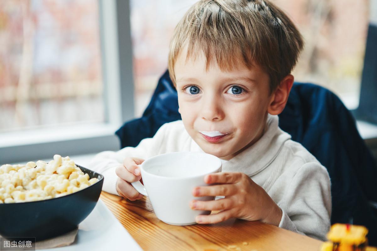 张文宏教授建议 ,孩子早餐不要喝粥,要吃这