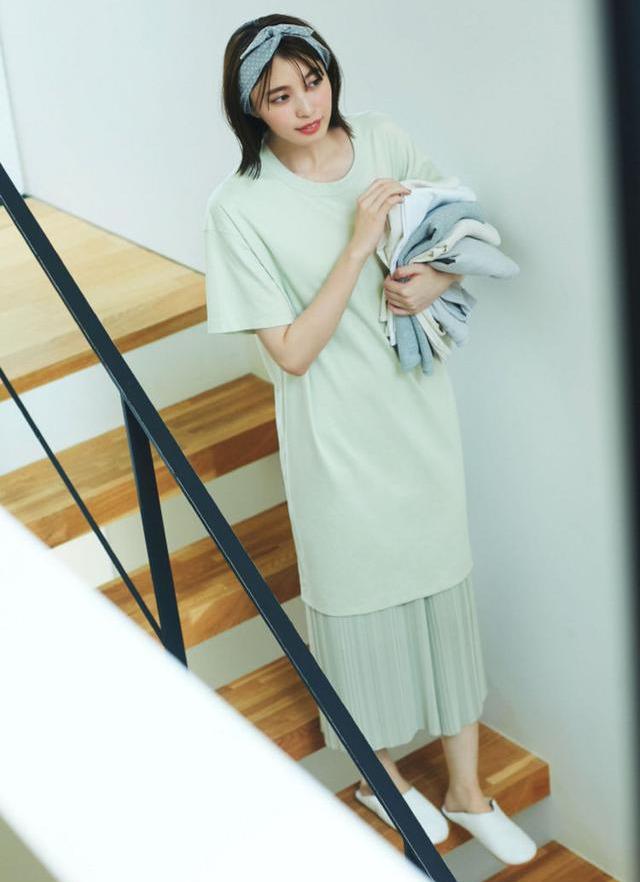 """优衣库啥时候这么贴心了?瞧日系""""宅家穿搭"""",基本款照样很时髦"""