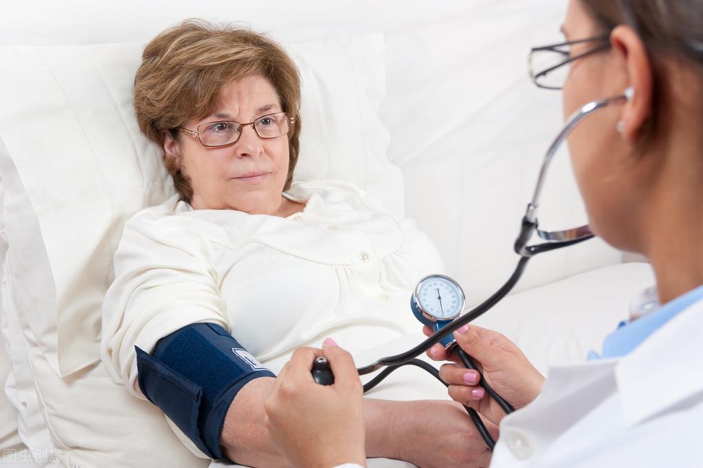 心内科医生:高血压的7大症状,出现4个以上赶快上医院测血压