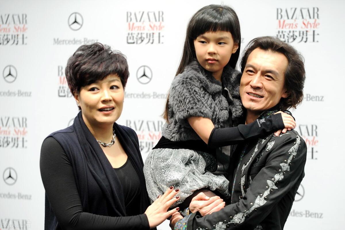 李咏患癌去世两周年,51岁妻子哈文发文悼念:给时光以生命