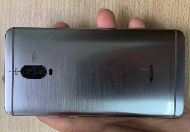 华为荣耀手机的品质并不是盖的?华为公司Mate9Pro仍在服现役中