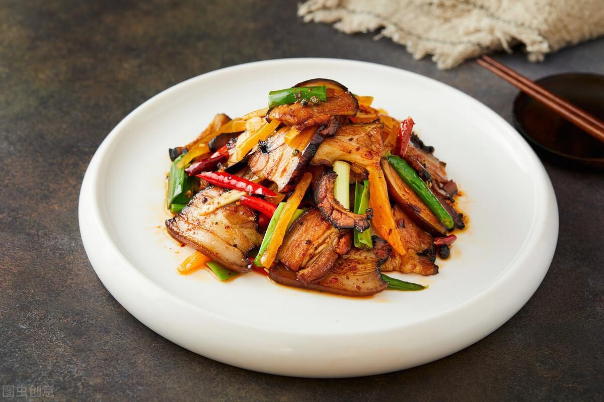炒腊肉最忌直接下锅炒,炒前记得多做2步,腊肉又香又嫩不肥腻 美食做法 第4张